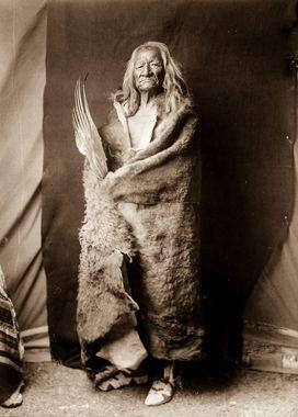 عقاب سیاه، یک مرد اهل قبیله آسینیبون (Assiniboine) در سال 1908
