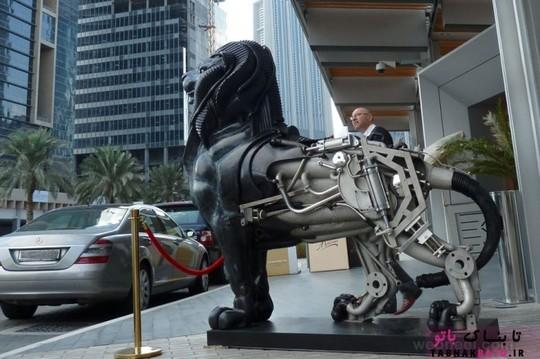 مجسمه مسی هیولایی