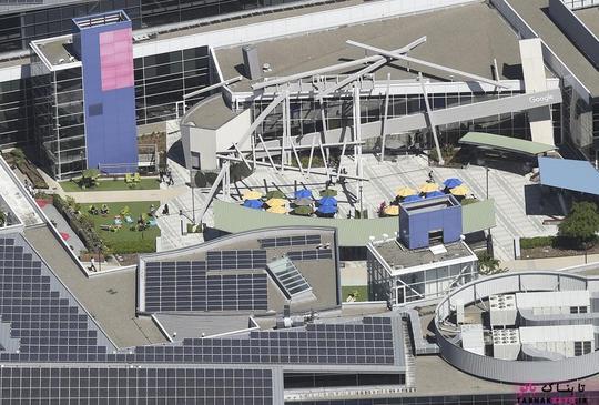 پردیس شرکت آلفابت (Alphabet) معروف به گوگلپلکس (Googleplex) در مونتن ویو؛ عکس هوایی از Noah Berger
