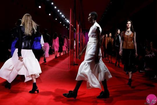 مدل ها و مانکن های زن در حال نمایش لباسهای فیلیپ لیم (the 3.1 Phillip Lim)؛ عکاس: Lucas Jackson