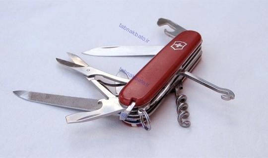 تنها یک قسمت از چاقوی سوئیسی یا چاقوی ارتش سوئیس ( Swiss Army knife )  در این کشور ساخته نمی شود و آن هم  ( درباز کن بطری ) چاقو است که در ژاپن ساخته می شود.