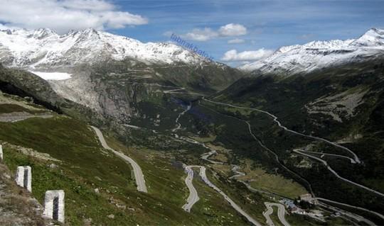 نیروی نظامی سوئیس به طور اساسی هر جاده کوهستانی و تونل های منتهی به سوئیس را طوری مجهز کرده است که در صورت بروز جنگ با همسایگان قابلیت انفجار را داشته باشد.