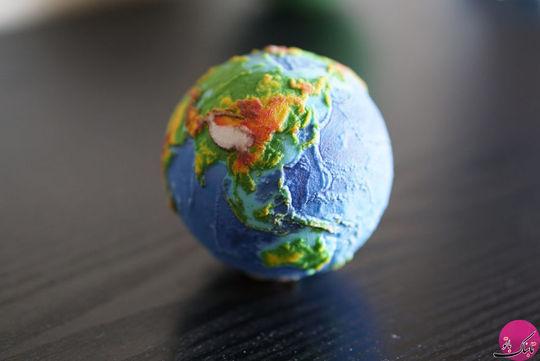کره جغرافیای زمین با نقشه ی توپوگرافی