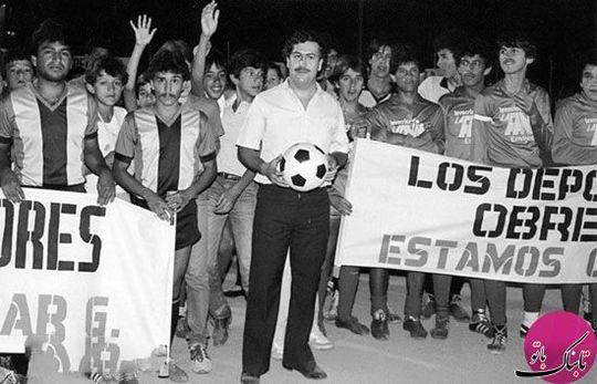 اسکوبار و أعضای تیم اتلتیکو ناسیونال، او مالک این باشگاه بود