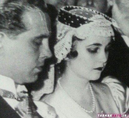 باربارا هوتون در جشن عروسی ازدواج اولش با گردنبند ماری آنتوانت به چشم میخورد