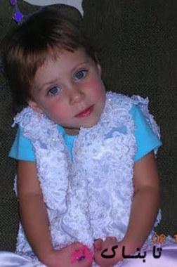 آلیسون در لباس عروس مادرش، او هر سال بزرگ و بزرگ تر می شد