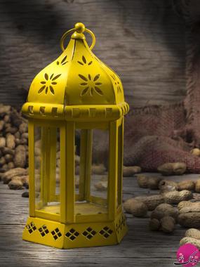 فانوس در بسیاری از کشورهای اسلامی نماد ماه مبارک رمضان است. این سنت ناشناخته به عنوان دکوراسیون که مرتبط با ماه مبارک رمضان است از قرن ها پیش نشأت گرفته است