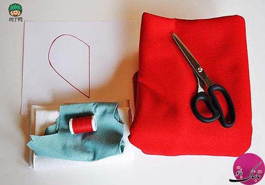 وسایل مورد نیاز برای دوخت این کیف: سوزن و نخ، پارچه (ترجیحا نمدی) در سه رنگ و الگو
