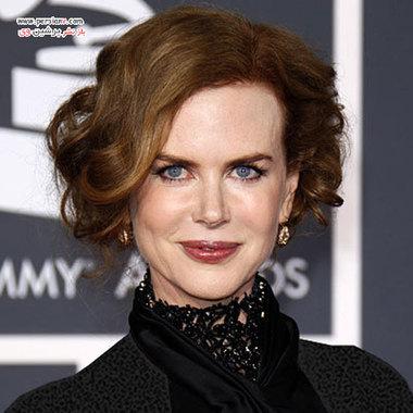 2010 نیکول در مراسم اهدای جوایز گرمی شوهرش کیت اربن را همراهی کرد با مدل موی باب فر شده در فرش قرمز حاضر شد.
