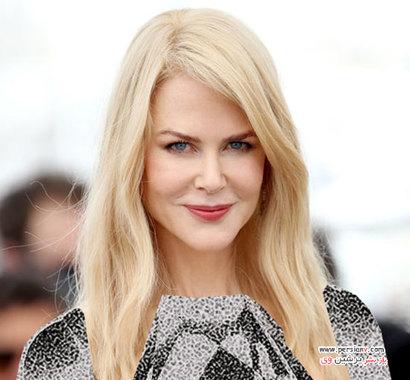 2017 این ستاره در سال 2017 رنگ موی بلوند بسیار روشن را برای خود انتخاب کرده است. وی با مدل مو حالت دار به رنگ بلوند پلاتینی در جشنواره فیلم کن حضور پیدا کرد.