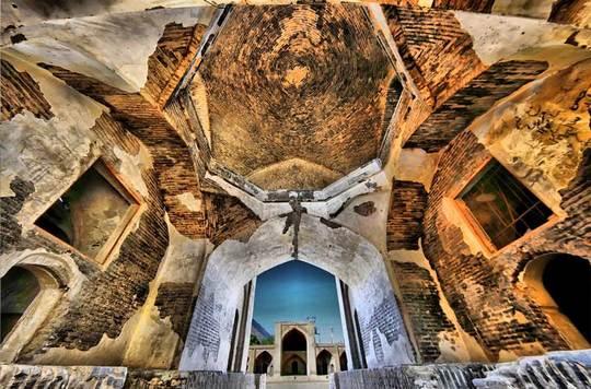 مجموعه کاروانسراهای شاه عباسی میاندشتدو کاروانسرای این مجموعه یادگاری به جای مانده از دوران قاجاریه ودوران «شاه عباس اول» است.این کاروانسراها از آب انبار، حمام، چاپارخانه، تلگرافخانه تشکیل میشوند.
