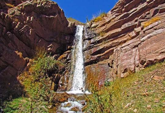 آبشار نکارمننکارمن از روستاهای خوش آب و هوای شاهرود است که در فاصله ۲۵ کیلومتری آن واقع شده است.آبشار کوچک و زیبایی در این روستا قرار گرفته  و به راحتی می توانید از آن دیدن کنید.