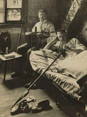 برخی از دانشجویان دانشگاه هایدلبورگ در زمان فراغت خود تریاک مصرف می کردند. (۱۹۰۰ میلادی)
