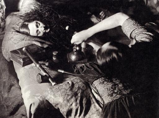 مهمانی تریاک در سال ۱۹۲۵