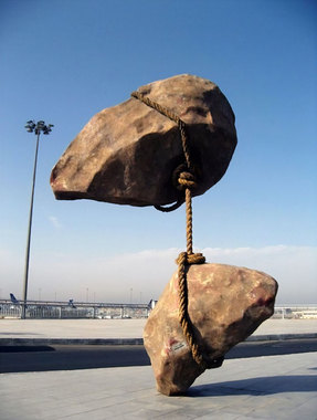 تختهسنگ معلق – اثری از Smaban Abbas